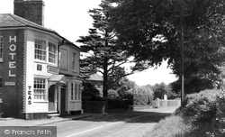 Chenies, The Red Lion Hotel c.1955