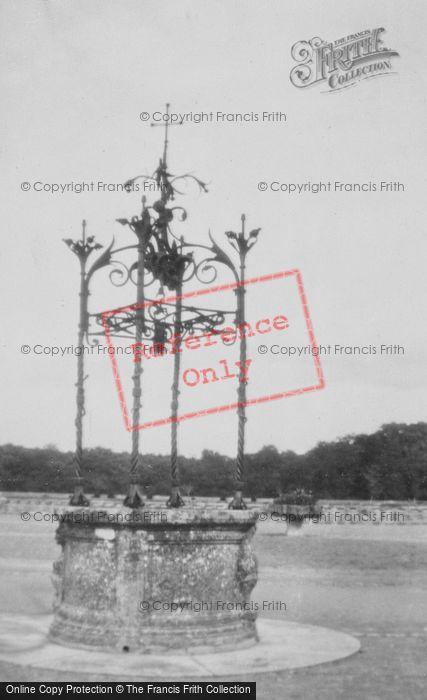 Photo of Chenonceaux, Chateau De Chenonceau, Well c.1935