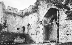 Chepstow, Castle, In The Third Court c.1930