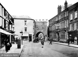 Town Gate c.1930, Chepstow