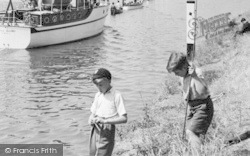 Chertsey, Boys By The Thames 1949
