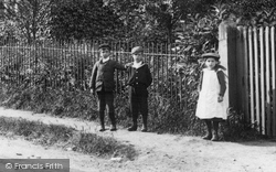 Chertsey, Children In Eastworth Road 1904