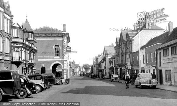 Photo of Chertsey, London Street 1954