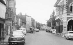 Chertsey, London Street And Town Hall 1961