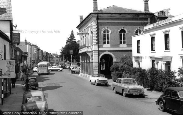 Photo of Chertsey, London Street And Town Hall 1962