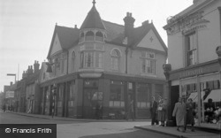 Chertsey, The Bell Inn 1954