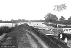 Chertsey, The Lock 1890