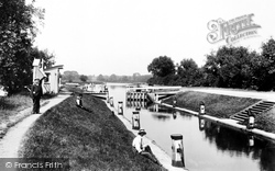 Chertsey, The Lock 1904