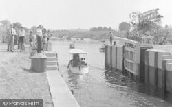 Chertsey, The Lock 1949