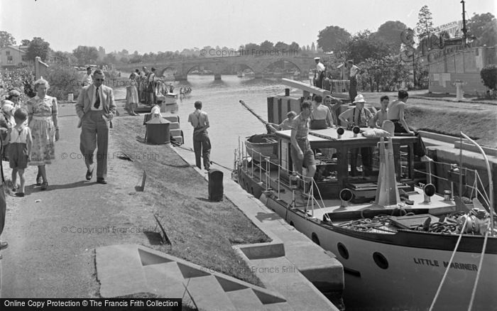 Photo of Chertsey, The Lock And Bridge c.1950