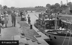 Chertsey, The Lock And Bridge c.1950