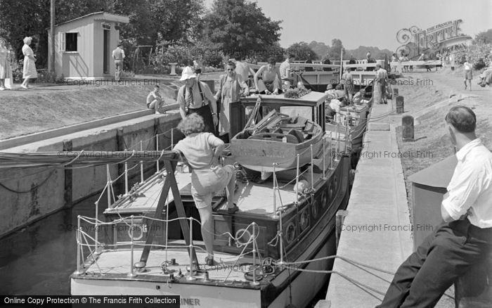 Photo of Chertsey, The Lock c.1950