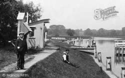 Chertsey, The Lock Keeper 1904