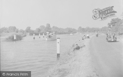 Chertsey, The Thames 1949