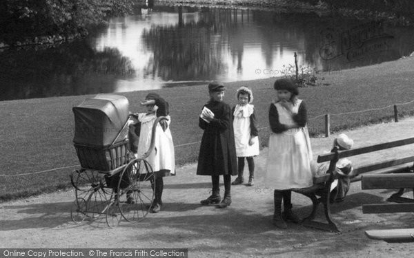 Chesterfield, Children In Queen's Park 1902
