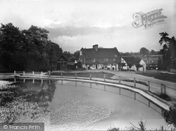 Chiddingfold, Old Crown Inn And Pond 1933