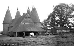 Oasthouses c.1960, Chiddingstone