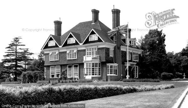 Chigwell Hall exterior  © Copyright The Francis Frith Collection 2006. http://www.francisfrith.com