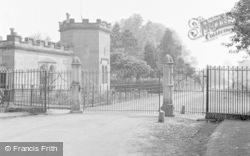 Chirk, Brynkinalt Gates And Lodge 1959