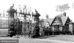 Castle Gates 1959, Chirk
