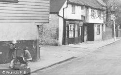 Chiswick, Children In Church Street 1925