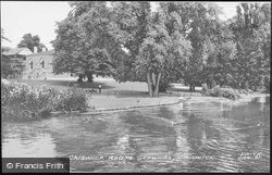 Chiswick House Grounds c.1960, Chiswick