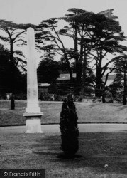 Chiswick, Chiswick House, The Obelisk c.1960