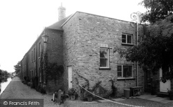 Chorleywood, Canal Side Cottages On The Grand Union c.1960