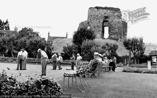 Christchurch, The Bowling Green And Castle Ruins c.1955