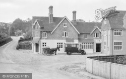 Churt, Vehicles, Pride Of The Valley Hotel 1924