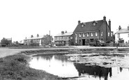 Cippenham, The Pond And Swan Inn 1950