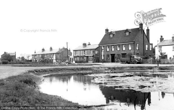 Photo of Cippenham, the Pond and Swan Inn 1950