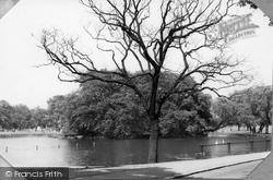 Common, The Mount Pond c.1970, Clapham