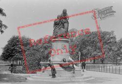 Fountain On Common 1899, Clapham