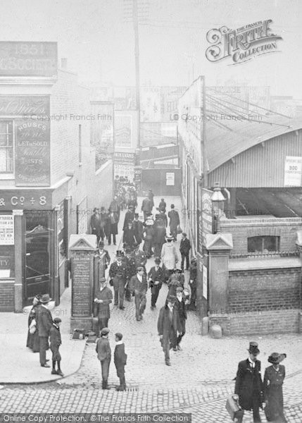 Photo of clapham junction station approach c1905 reheart Image collections
