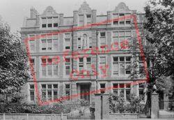 The Convent 1899, Clapham