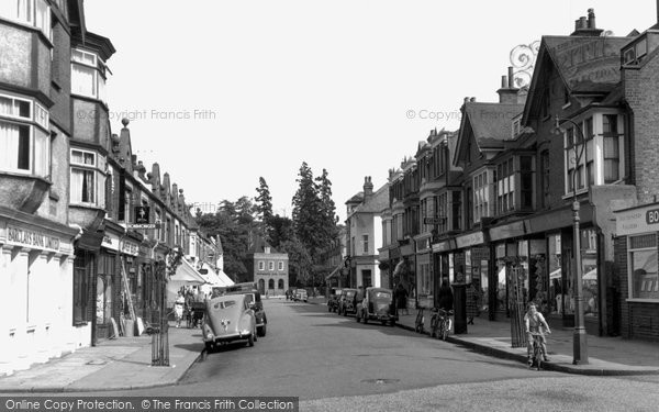 The Parade, Claygate, 1952 Reproduced courtesy of The Francis Frith Collection