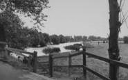 Clifton Hampden, Looking Up River c.1955