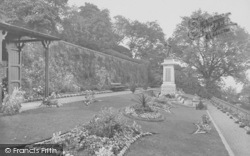 Clitheroe, Castle, Gardens And War Memorial 1927