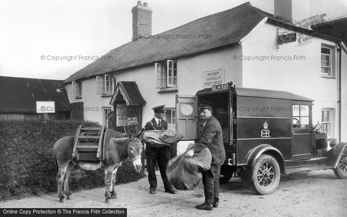 Clovelly, Post Office, transfer of mail 1936.  (Neg. 87551)  © Copyright The Francis Frith Collection 2008. http://www.francisfrith.com