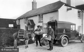 Clovelly, Post Office, Transfer of Mail 1936