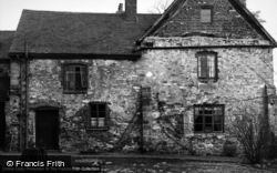 Coalville, Donington Le Heath Manor House c.1950