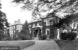 Cobham, Schiff Home 1927
