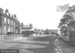 Cobham, Street 1904