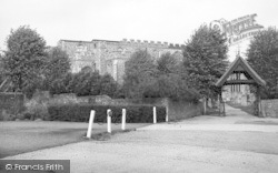 Coggeshall, St Peter's Church c.1955