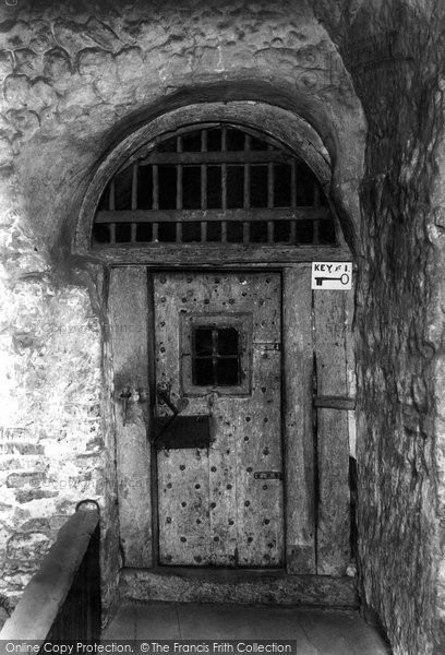 Colchester The Dungeon Door 1908 & Colchester The Dungeon Door 1908 - Francis Frith Pezcame.Com