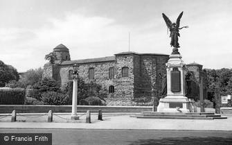 Colchester, the War Memorial and the Castle c1955