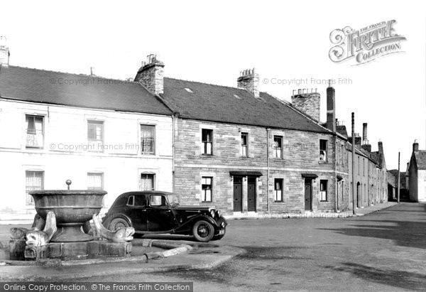 Photo of Coldstream, Fountain c1955, ref. C359007