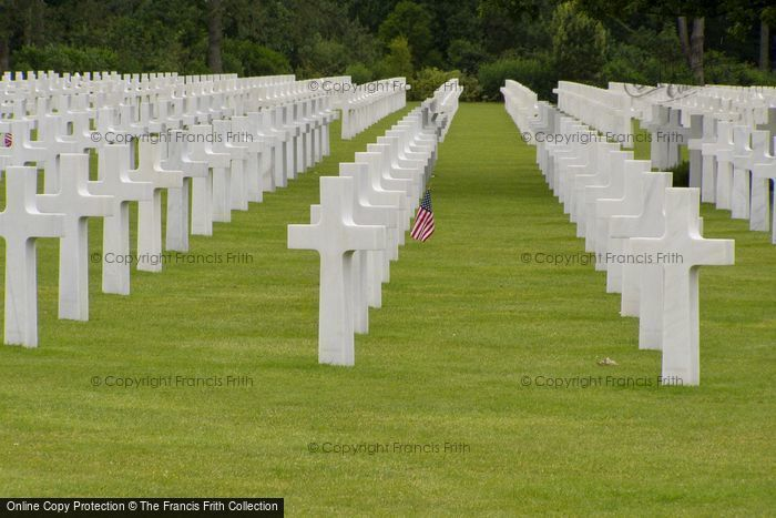 Photo of Colleville Sur Mer, Graves, The American War Cemetery 2008