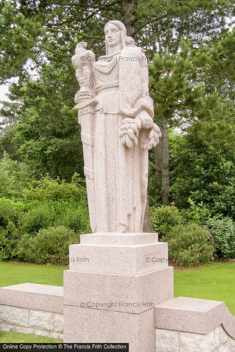 Photo of Colleville Sur Mer, Statue In The American War Cemetery 2008